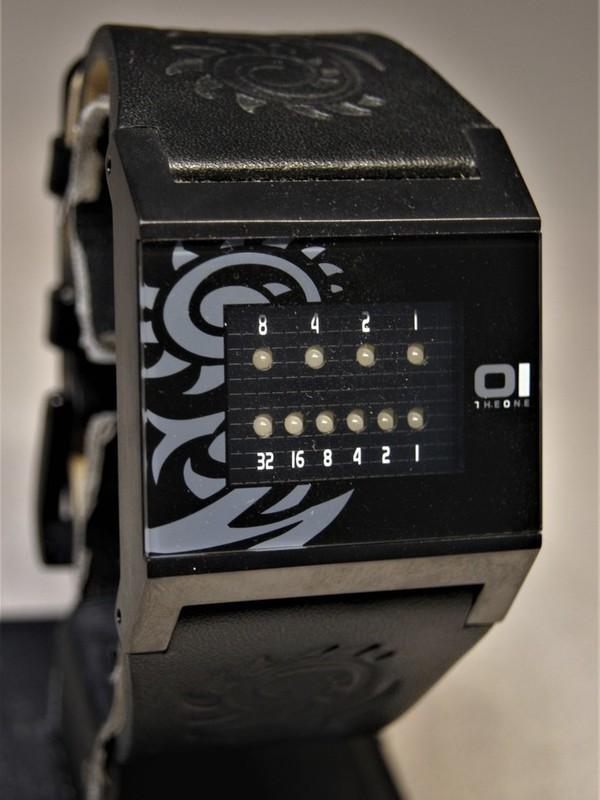01 The One Binary Time Kerala Trance Quartz Zwart SS Zwart Leder Zwart