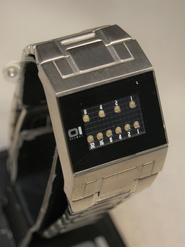 01 The One Binary Time Kerala Trance Quartz Staal SS Bracelet Zwart
