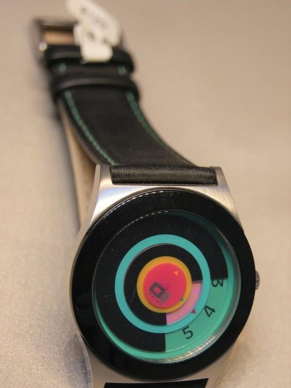 01 The One Spinning Wheel Quartz Staal Zwart Leder Zwart-turquoise-roze AN06G03