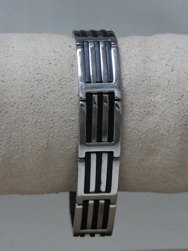 Stalen armband met zwarte decoratie