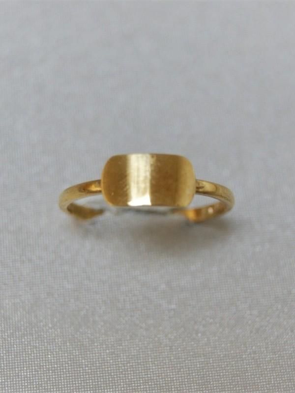 Gouden ring met graveerbaar kopstuk