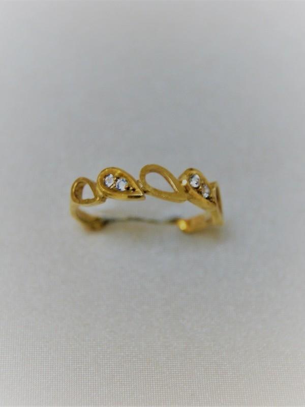 Gouden ring met waterdruppelvormen en zirconia