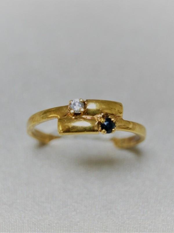 Gouden ring met zirconium en saffier