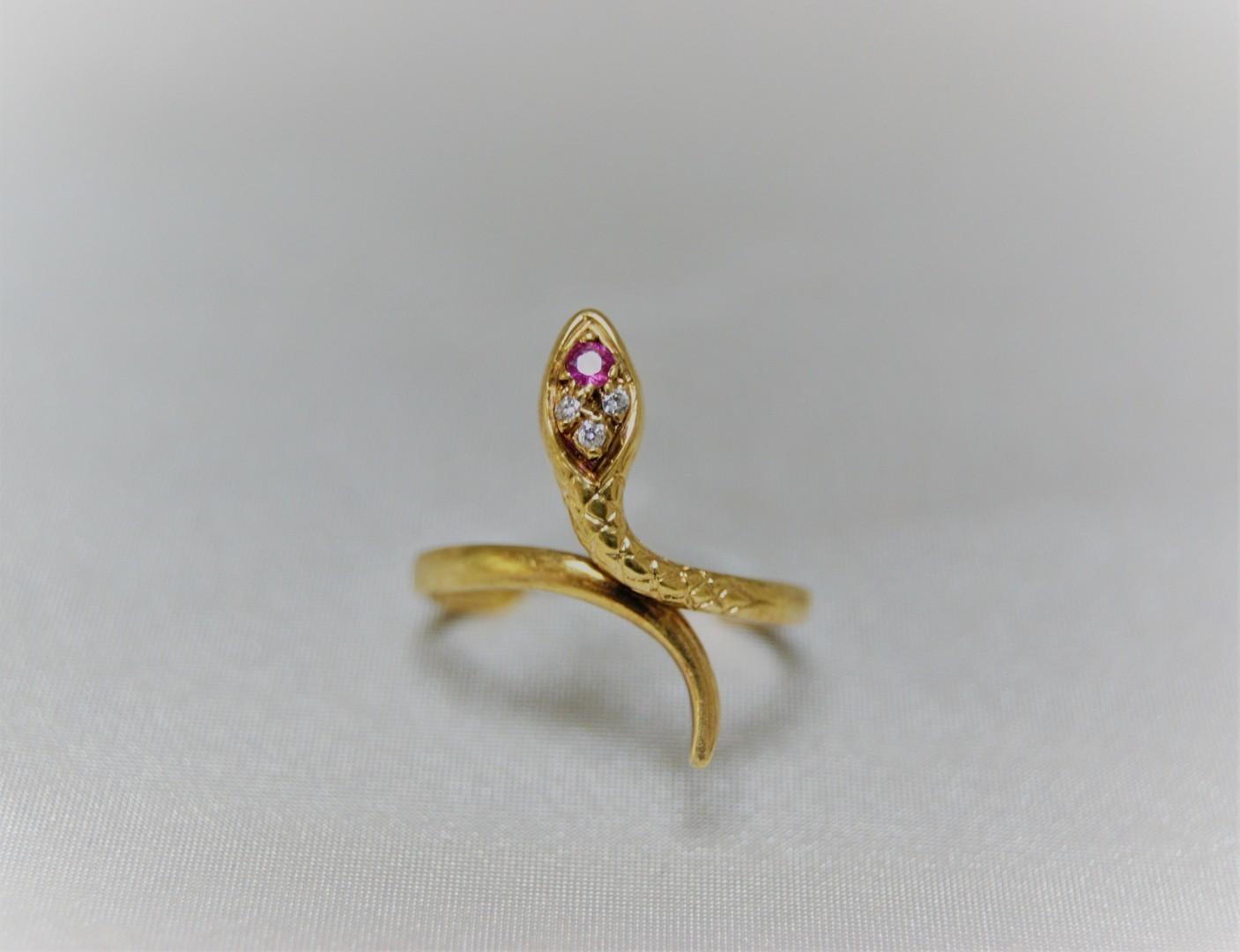 Gouden slangen ring met zirconia en robijn