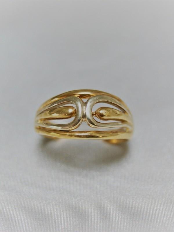 Gouden ring met golvend en duppelmotief