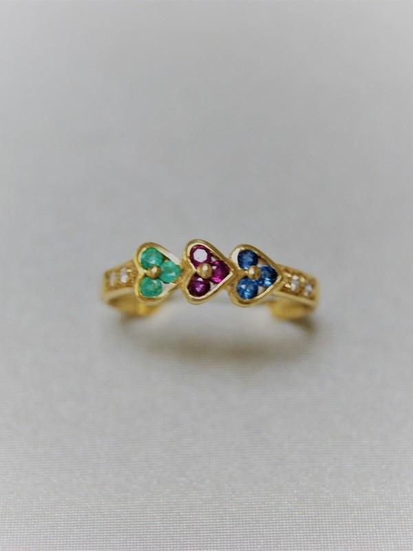 Gouden ring met smaragd, robijn, saffier en glad gezette zirconia