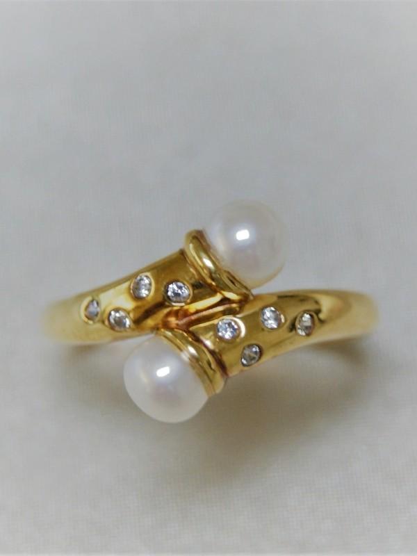 Gouden toi et moi ring met parels en glad gezette zirconia