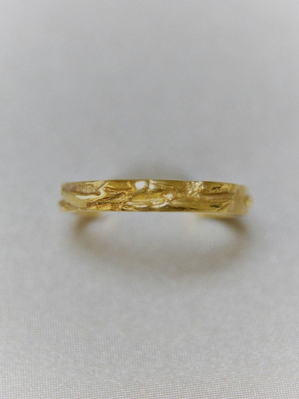Gouden reliëf ring