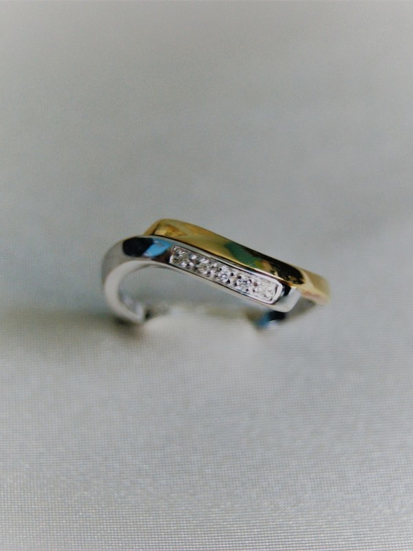 Gouden toi et moi ring met een railzetting van zirconia