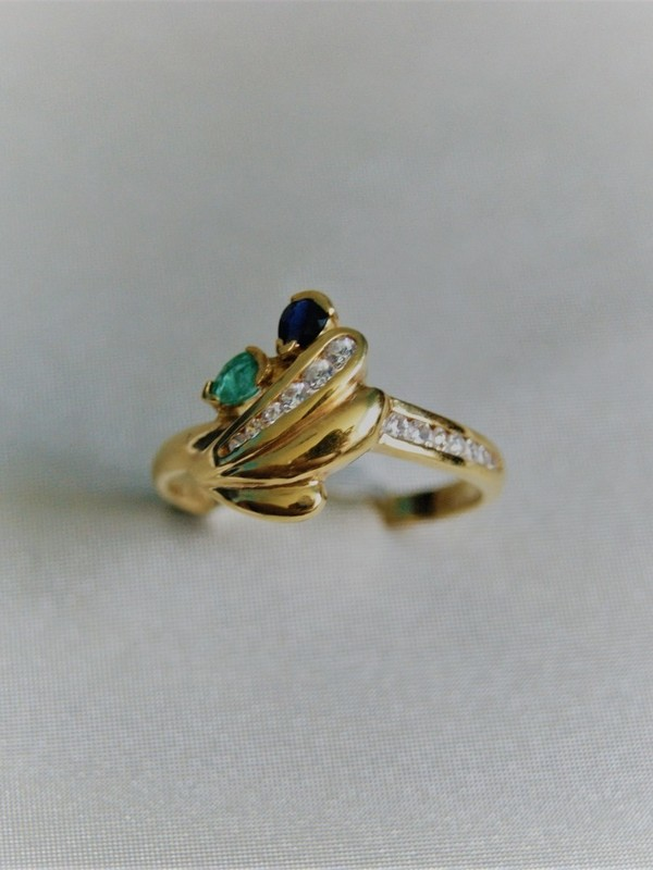 Gouden ring met zirconium, smaragd en saffier