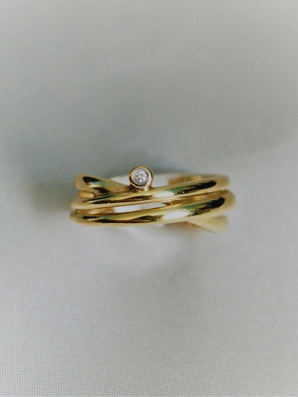 Gouden ring met kastzetting van zirconium