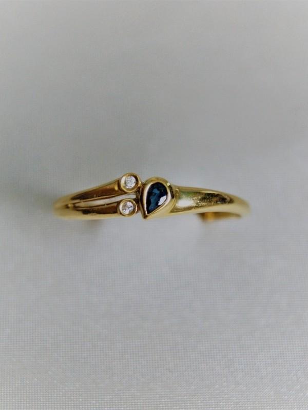 Gouden ring met kastzetting van brijante en saffier
