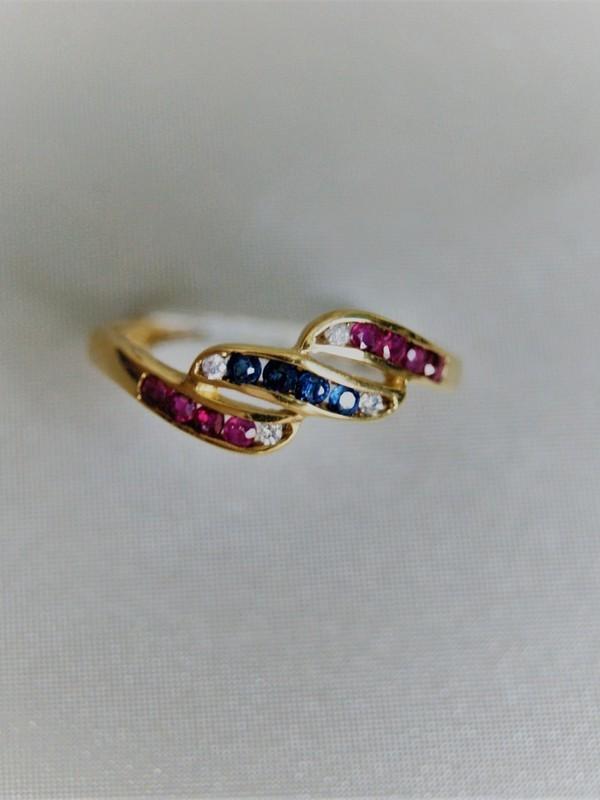 Gouden ring met railzetting van zirconia, saffier en robijn