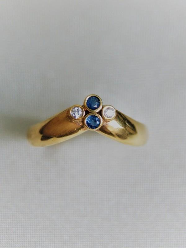 Gouden ring met brijanten en saffieren