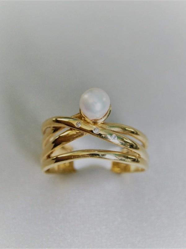 Brede gouden ring met parel