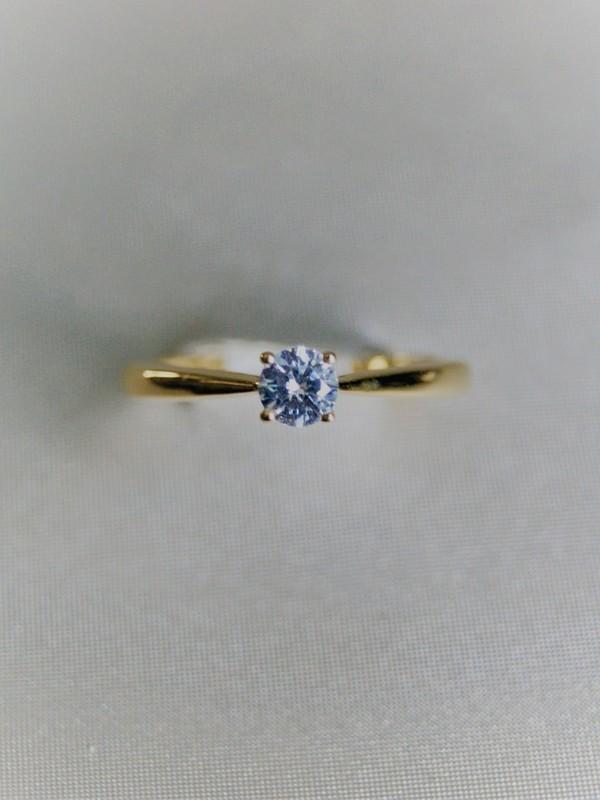 Gouden solitaire ring met klauwgezette zirconium