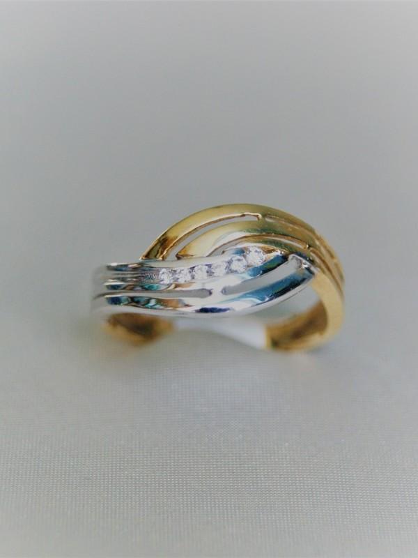 Brede gouden toi et moi ring met zirconia