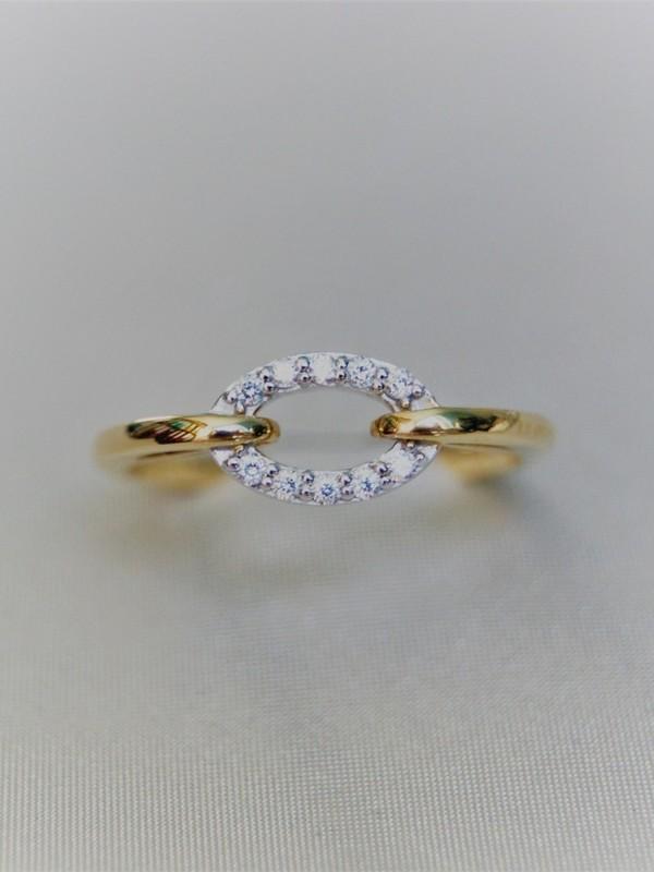 Gouden ring met ovaal kopstuk van zirconia