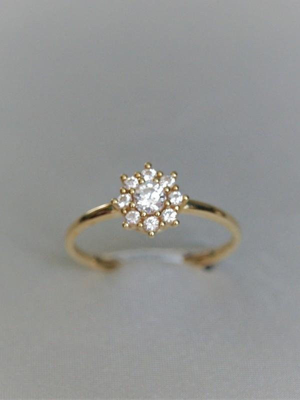 Bloemvormige gouden ring met zirconia