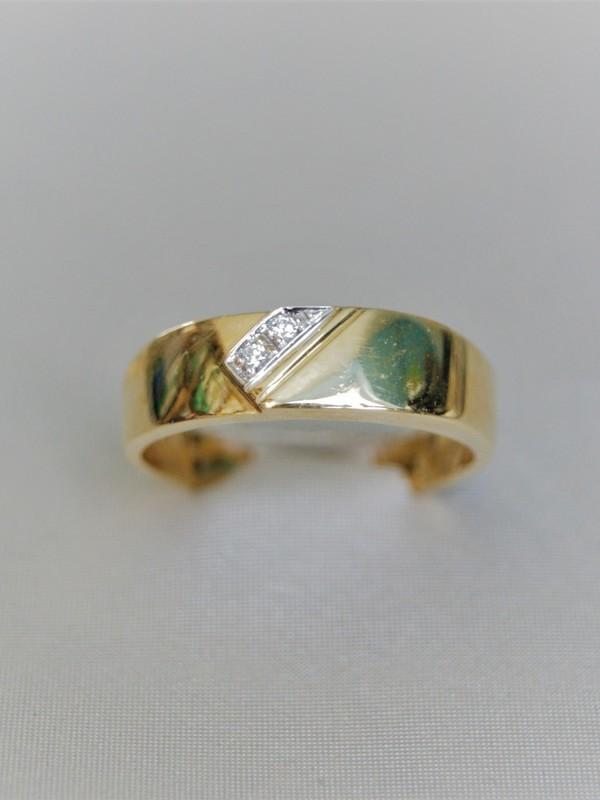 Brede gouden ring met zirconia