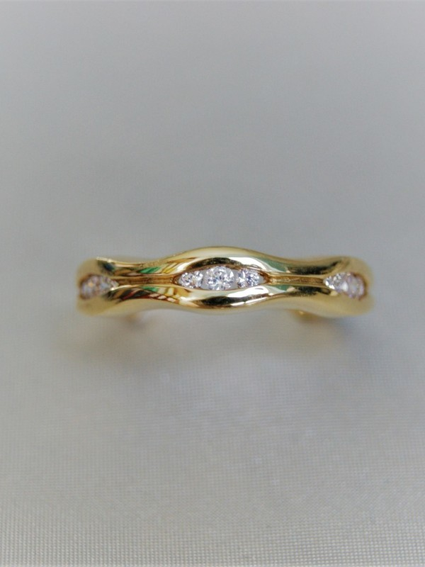 Gouden ring met spangezette zirconia