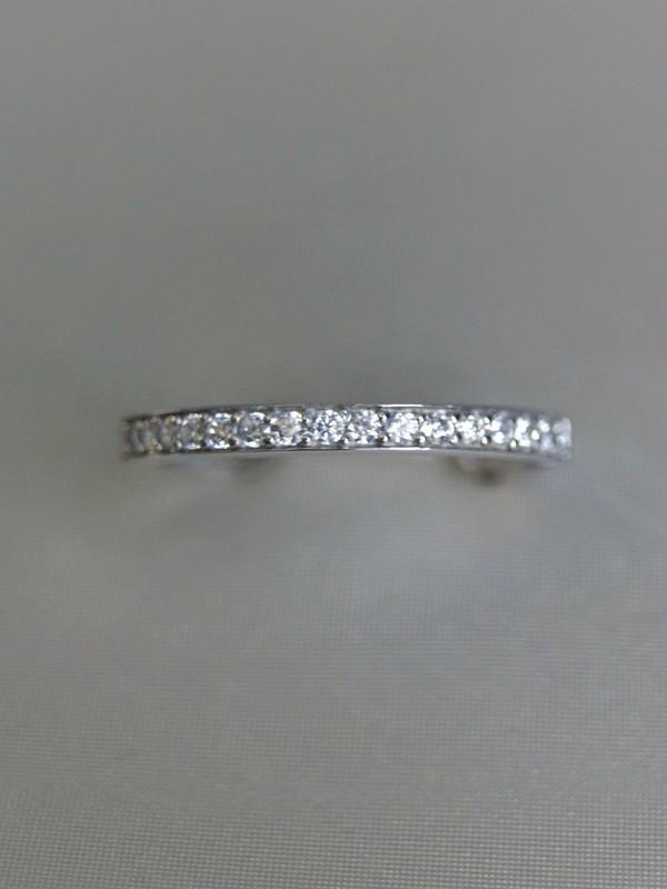 Gouden ring met railzetting van zirconia