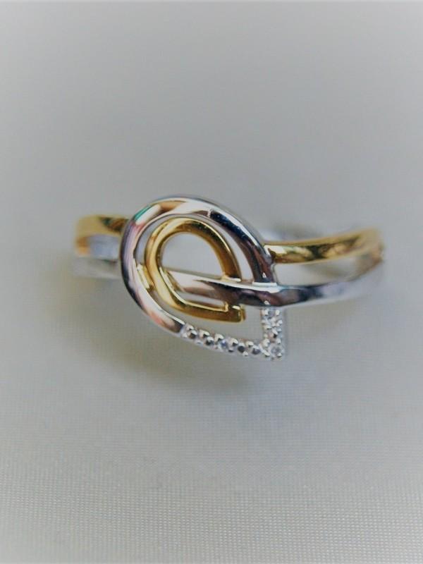 Gouden ring met druppelvormig motief en zirconia