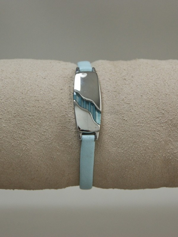 Dunne lichtblauwe leren armband