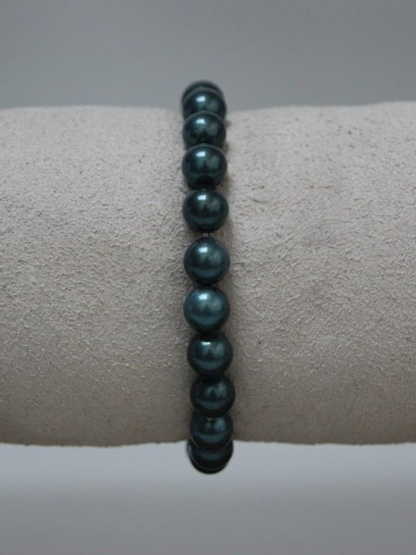 Armband met donker groene parels