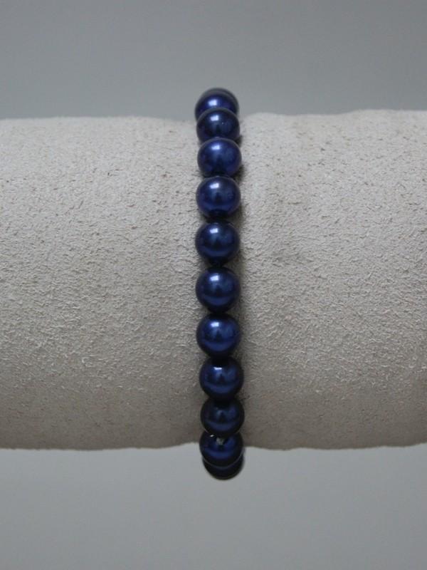 Armband met donker blauwe parels