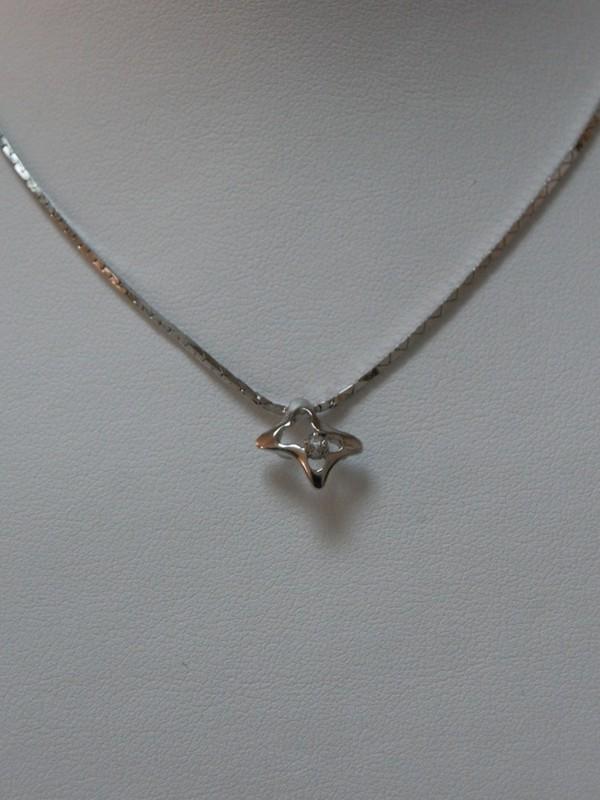 Zilveren collier met klemgezette zirconium