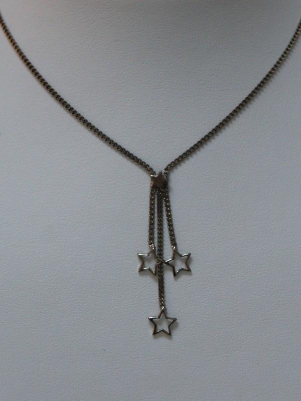 Zilveren collier met afhangende sterretjes