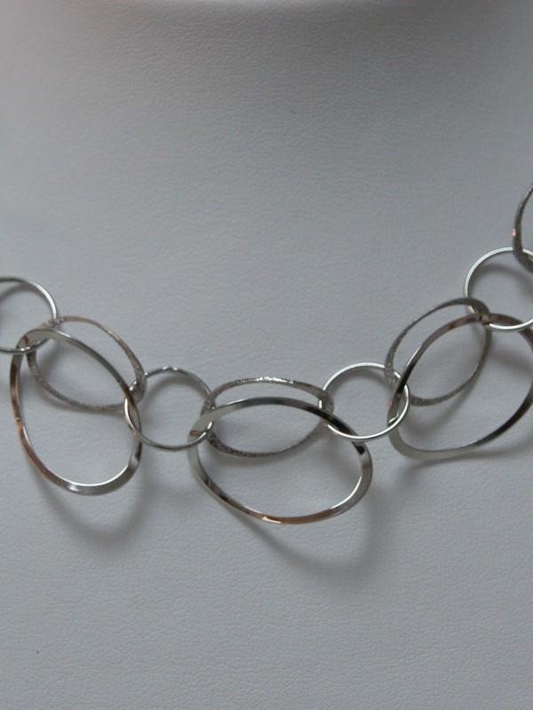 Zilveren platte schakelcollier
