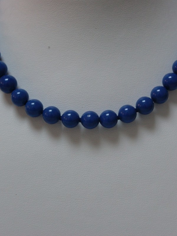 Blauwe parelcollier