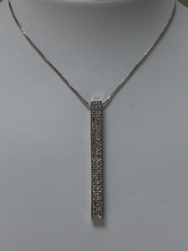 Zilveren collier met ingezette zirconia in hanger