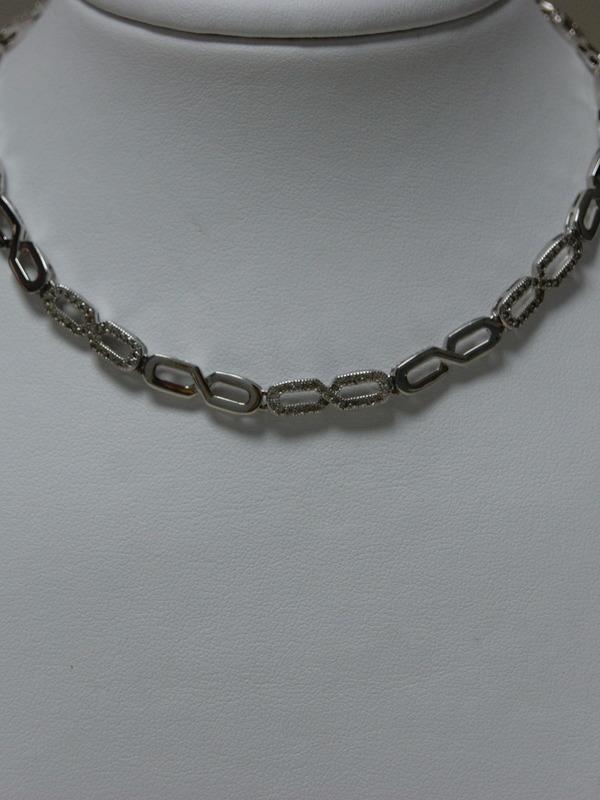 Zilveren collier van oneindigheidsteken met zirconia