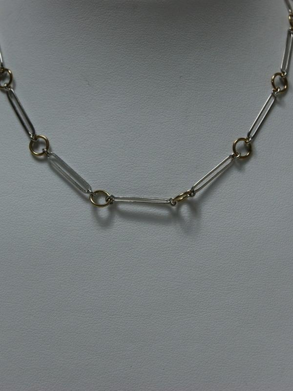 Zilveren collier met goudkleurige rondjes