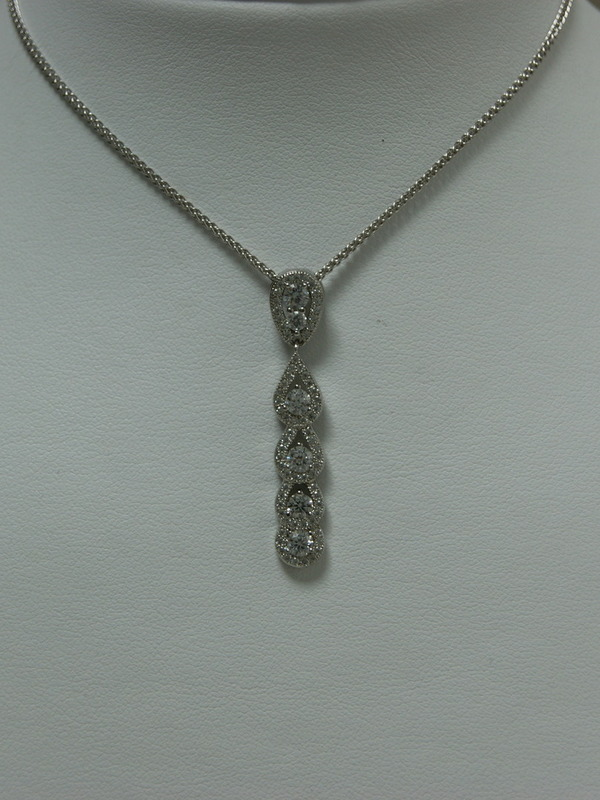 Zilveren collier en hanger met ingezette zirconia