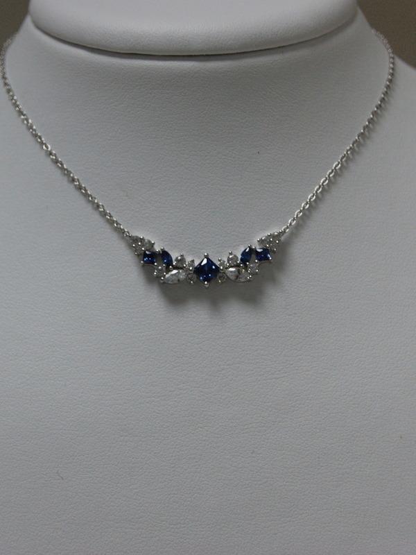 Zilveren collier met saffier en zirconia