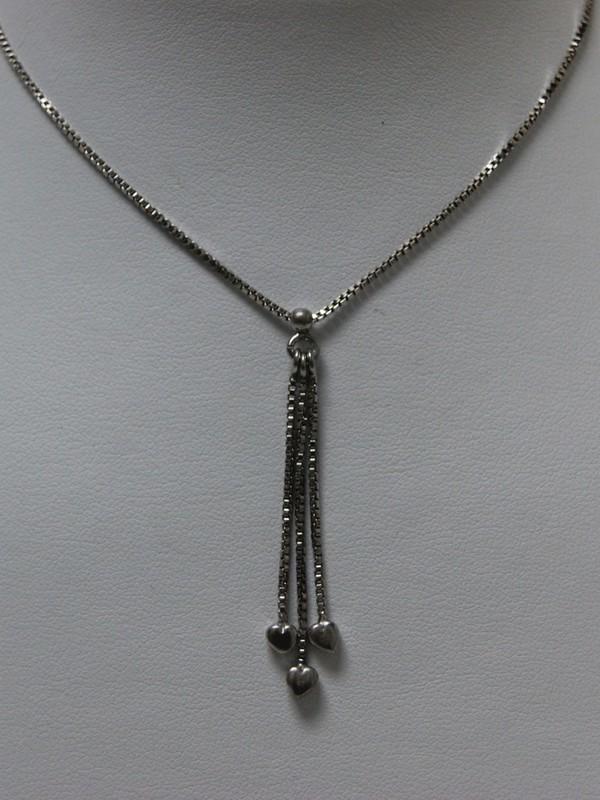 Zilveren collier met hangende hartjes