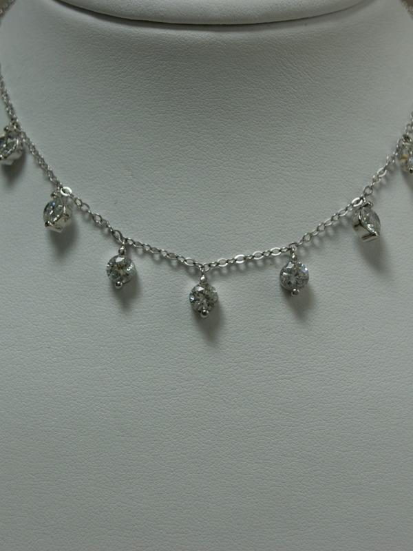 Zilveren collier met kastgezette zirconia