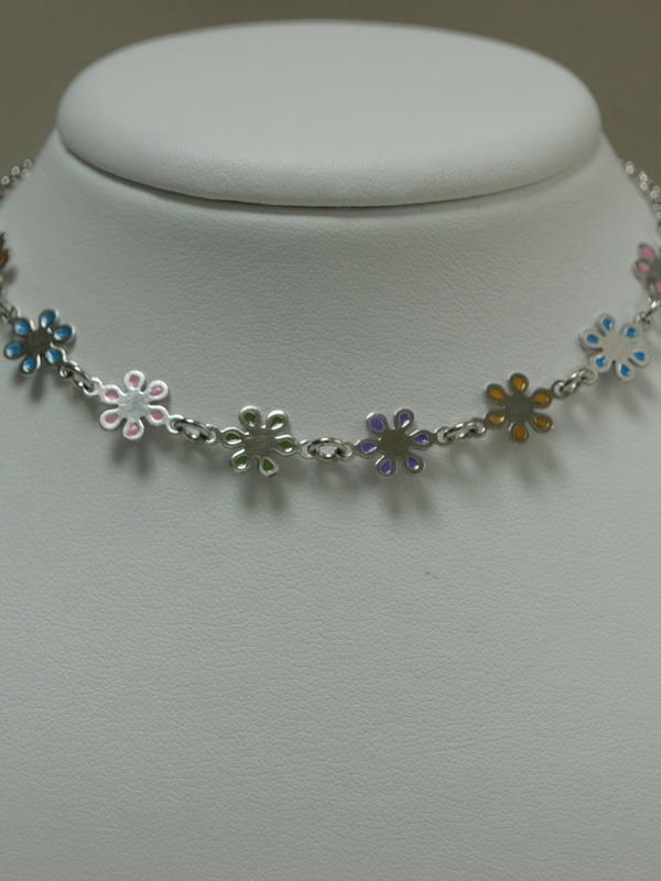 Zilveren collier met bloemetjes