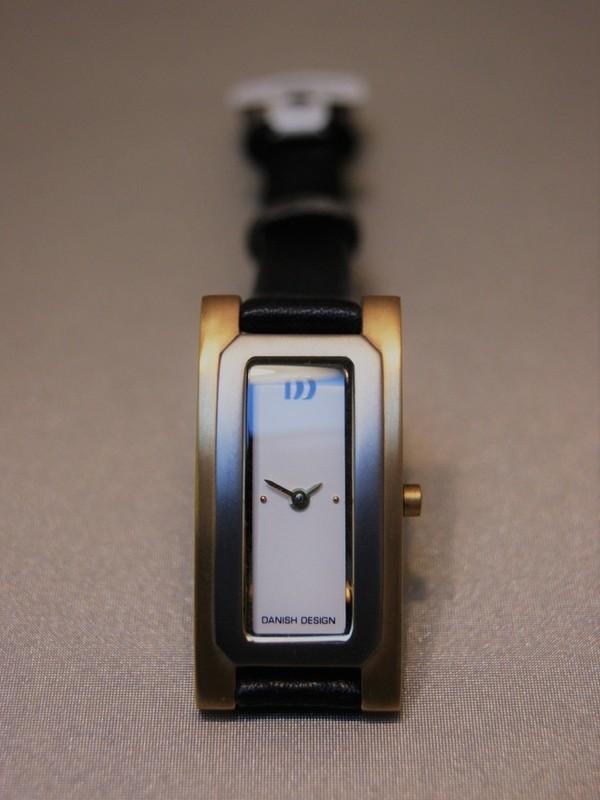 Danish Design Quartz Titanium Zwart Leder Wit IV15Q634