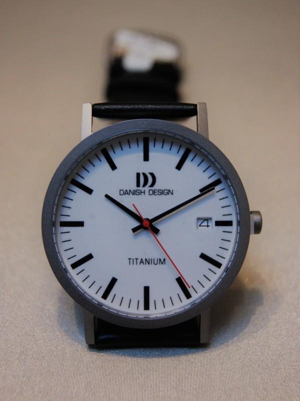Danish Design Quartz Titanium Zwart Leder Wit IQ12Q1273
